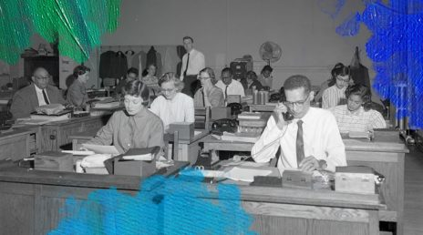 Foto: Adolph B. Rice Studio (1955) City, crowded office space. Gedownload en bewerkt door MijnDeugden.nl op 06-11-2017. https://www.flickr.com/photos/library_of_virginia/2899334278